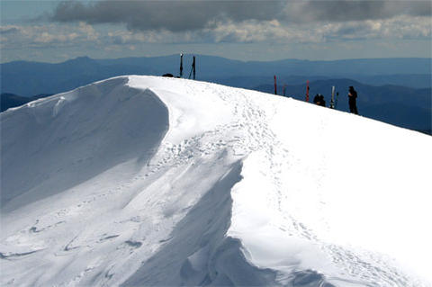 Skis on Mount Feathertop